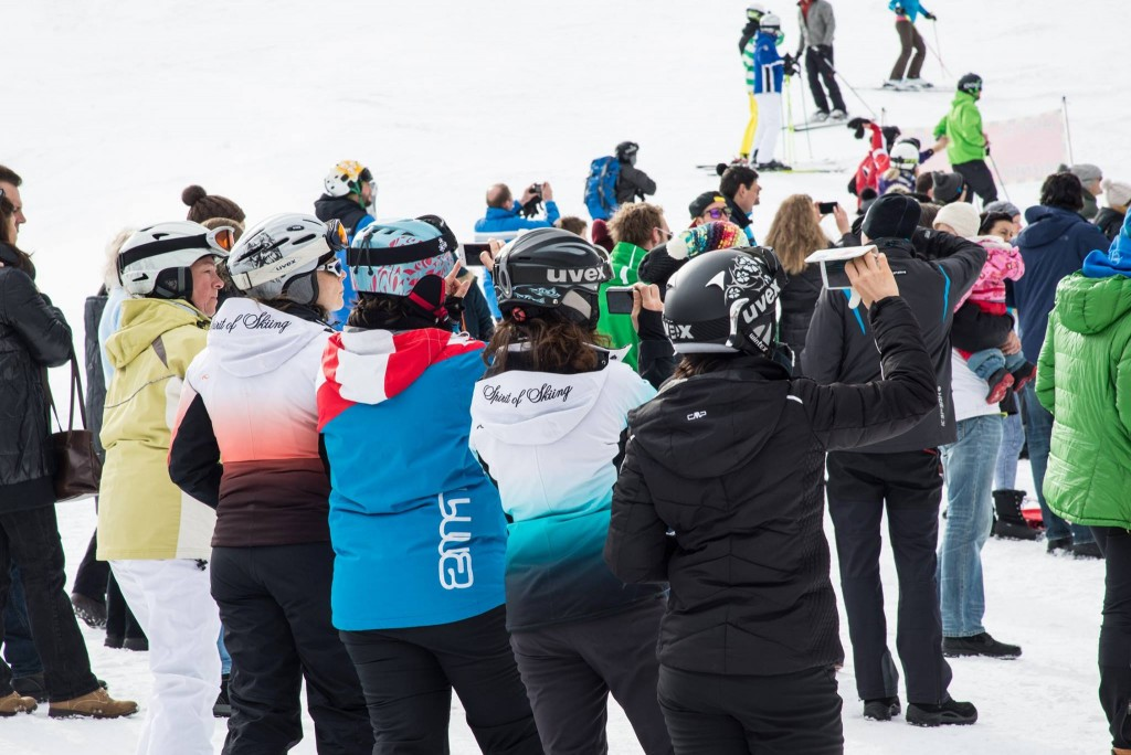 The photo shows spectators at the ski world cup in Saalbach-Hinterglemm using their phones to take photos
