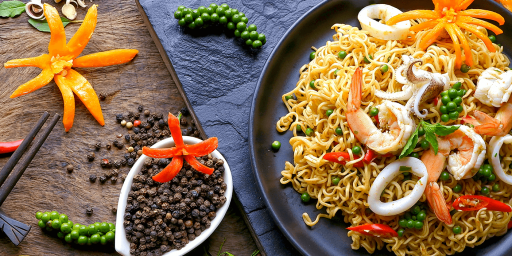sea food dish with noodles featured image for the social media marketing for food brands post
