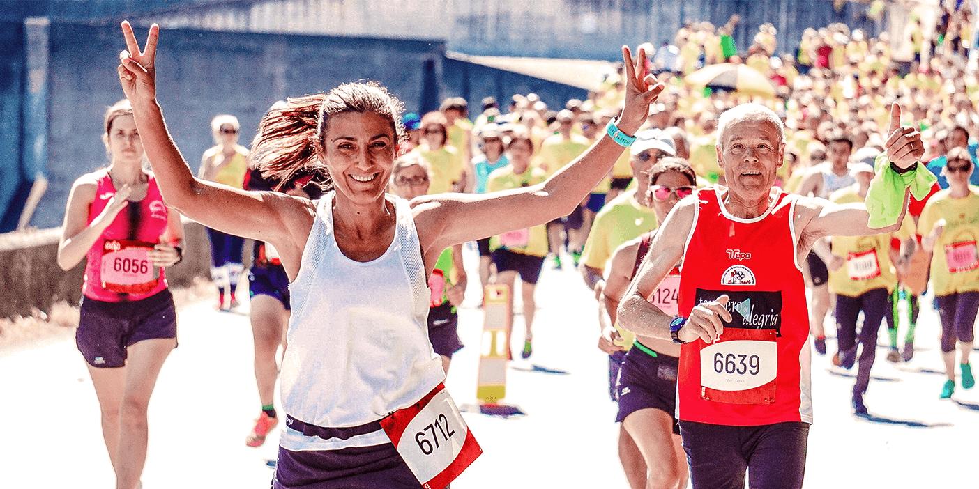 hashtag aggregator at Cologne marathon featured image showing marathon runners
