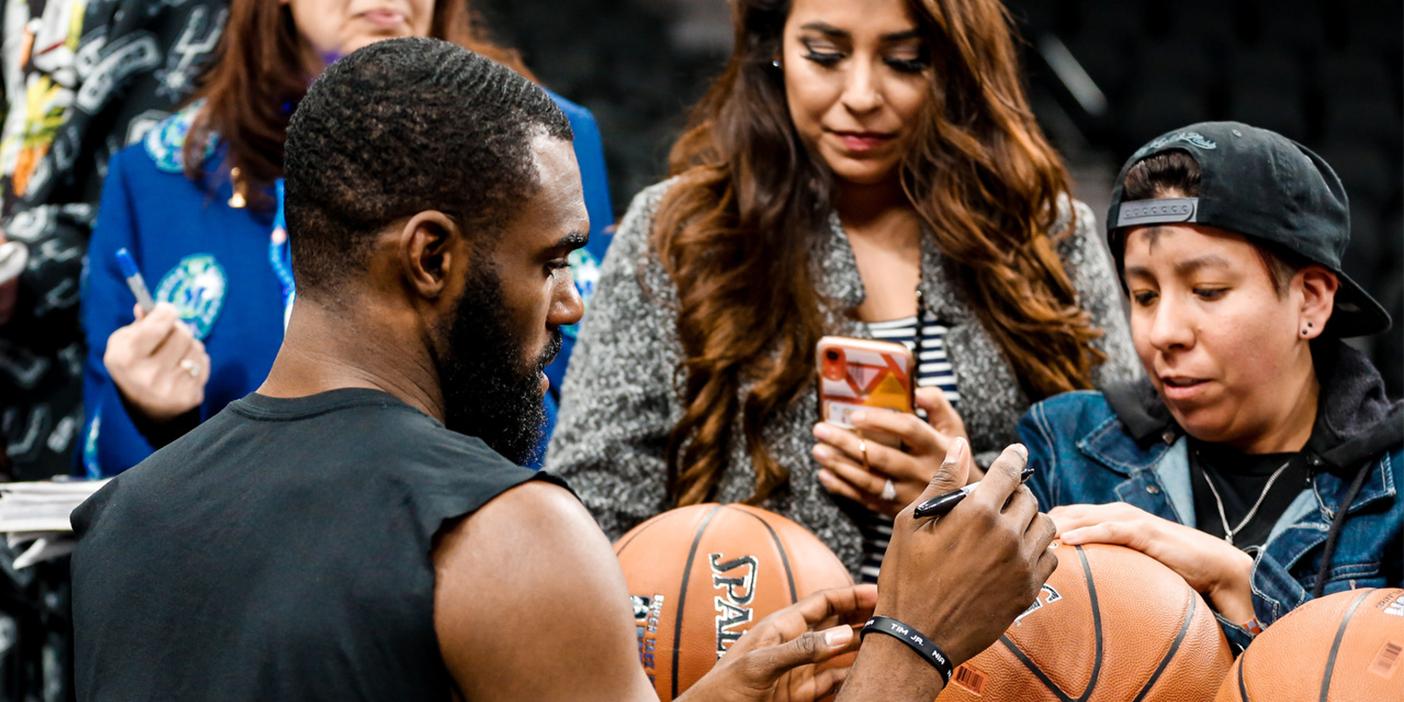 Dallas Mavs NBA Team Fan Autograph Session. Walls.io Social Media Hub Showcase