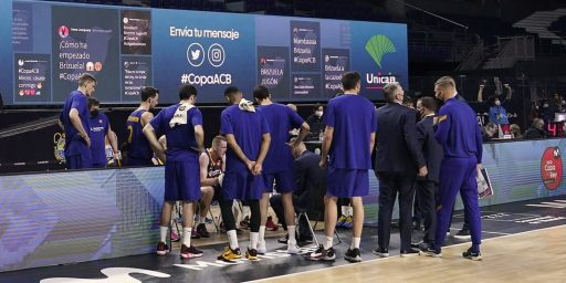 Live Social Media Wall for Basketball Fans. In the image: a team of basketball gathered at the benches.